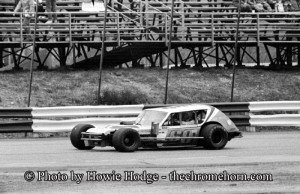 Frank Biddle trying his hand the following year in his Gremlin bodied Modified at Stafford's Spring Sizzler in 1981. Howie Hodge Photo.
